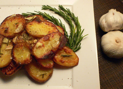 Microwave: Easy Garlic Roasted Potatoes